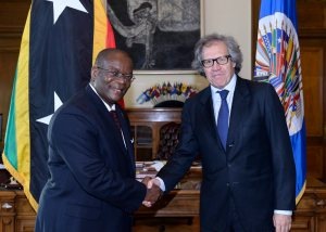 Dr. Warren Everson Alarick Hull, Ambassador, Permanent Representative of Saint Kitts and Nevis to the OAS Luis Almagro, OAS Secretary General