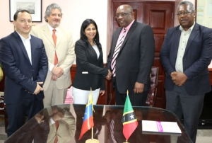 St Kitts and Nevis Prime Minister Dr Timothy Harris greets Venezuela's Minister of People's Power for Foreign Affairs Delcy Rodriquez-Gómez and her team. (GP) - See more at: http://www.nationnews.com/nationnews/news/70987/st-kitts-pm-meets-venezuelan-team#sthash.YA9nhKzh.dpuf